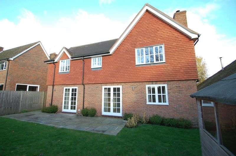 3 Bedrooms Detached House for sale in Stoner Hill, STEEP, Hampshire