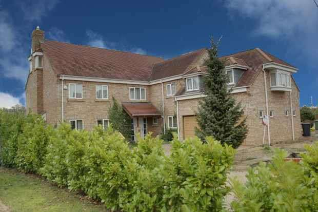 6 Bedrooms Detached House for sale in Easby Rise, Peterborough, Cambridgeshire, PE6 7TX