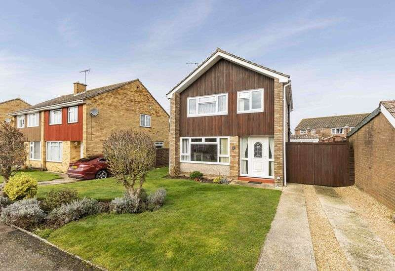3 Bedrooms Detached House for sale in Lauder Close, Southbourne