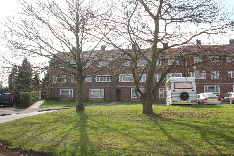 3 Bedrooms Maisonette Flat for sale in Laburnum Road, Woking, Surrey, GU22