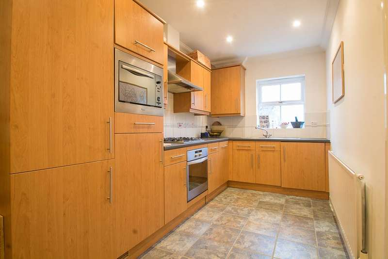2 Bedrooms Flat for sale in Old Mill Place, Wraysbury, TW19