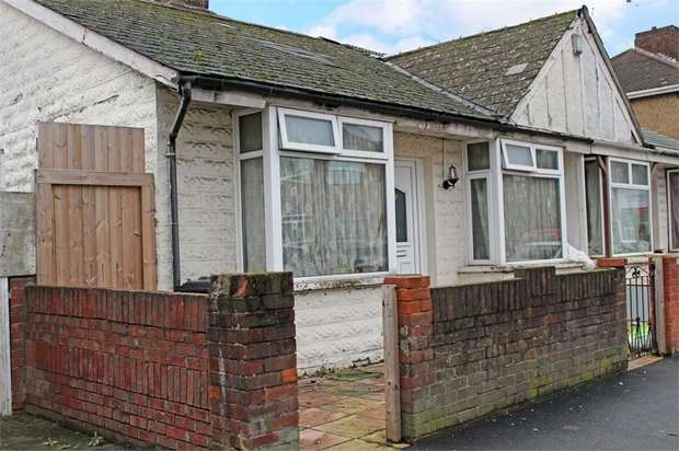 2 Bedrooms Semi Detached Bungalow for sale in Balfour Road, Southall, Greater London