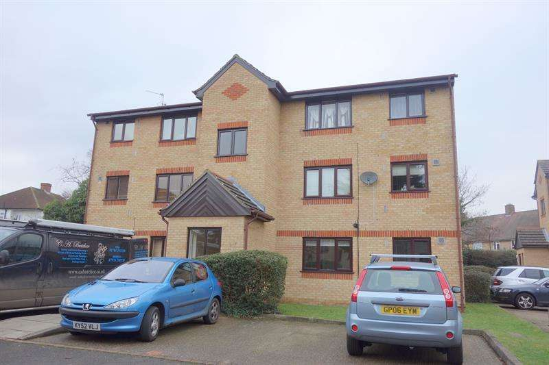 1 Bedroom Flat for sale in Fielders Close, Enfield