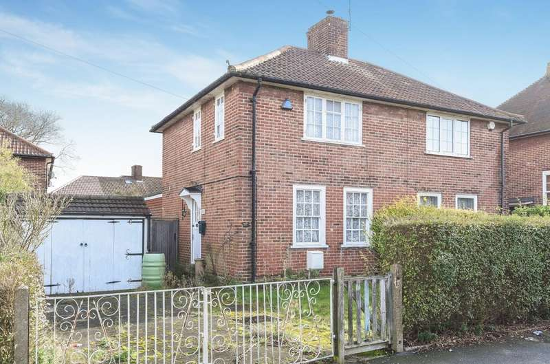 2 Bedrooms Semi Detached House for sale in Horley Road, London