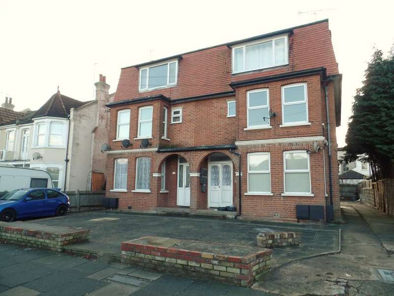 2 Bedrooms Flat for sale in Thoroughgood Road, East Clacton