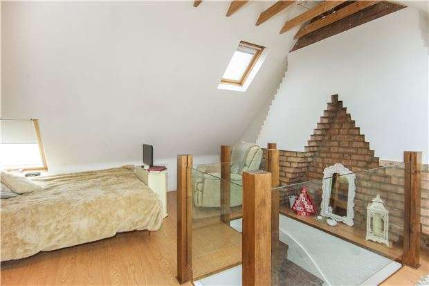 4 Bedrooms Semi Detached House for sale in Hillside, KINGSBURY, NW9 0NE
