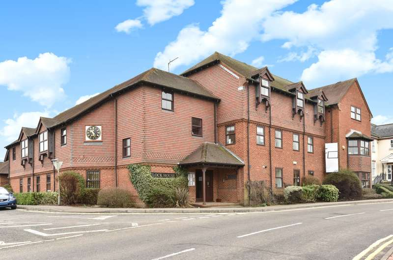 2 Bedrooms Flat for sale in Farnham