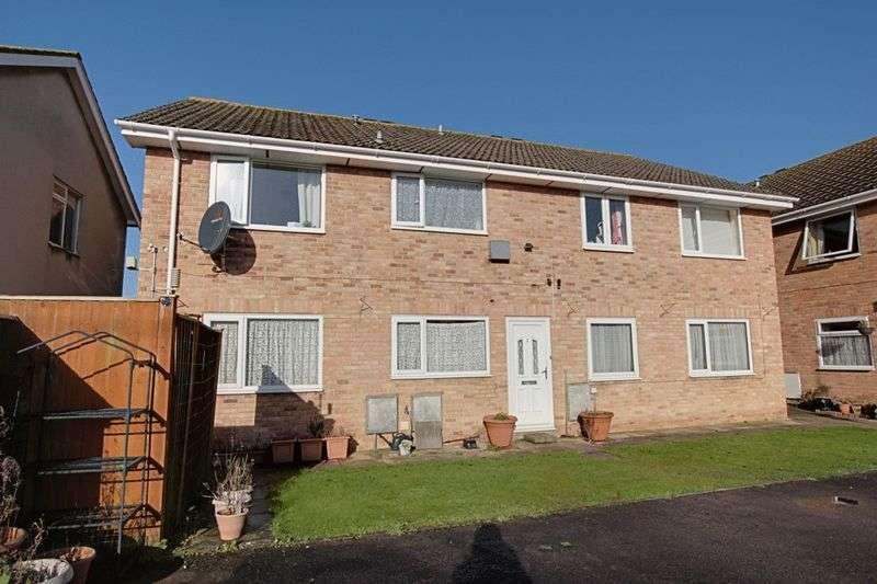2 Bedrooms Flat for sale in Pitman Court, Trowbridge