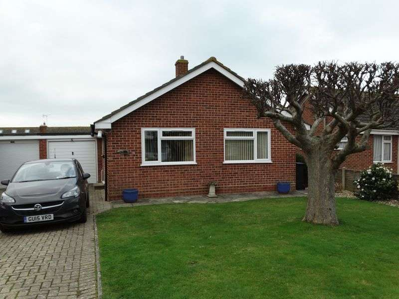 2 Bedrooms Detached Bungalow for sale in Park Crescent, Selsey