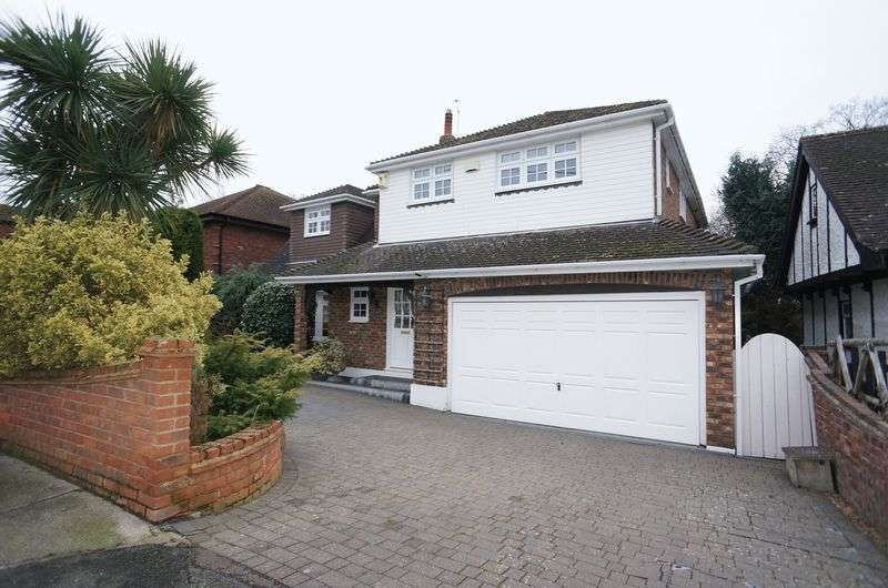 5 Bedrooms Detached House for sale in Thundersley Grove, Benfleet