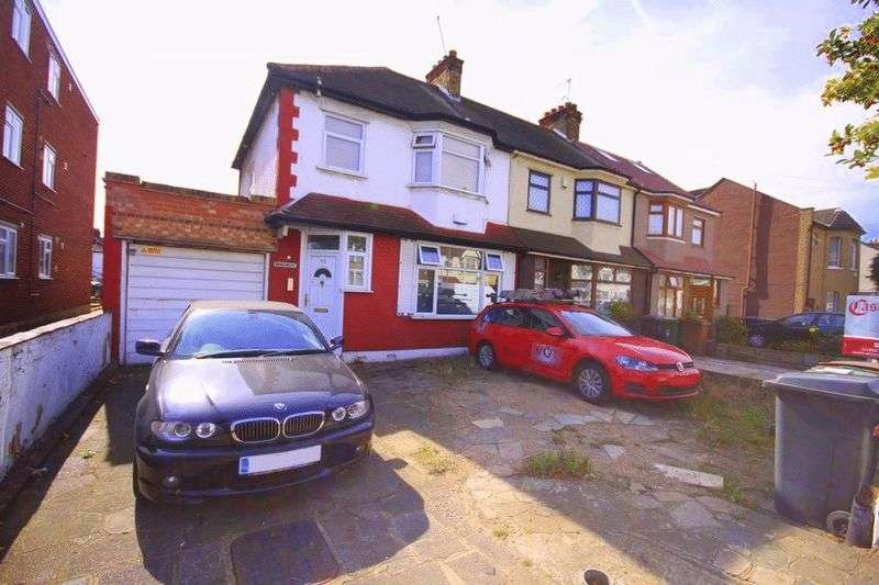 3 Bedrooms Terraced House for sale in Hall Lane, Chingford, E4