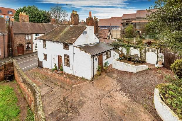 3 Bedrooms Cottage House for sale in Pound Cottage, Pound Street, Bridgnorth, Shropshire