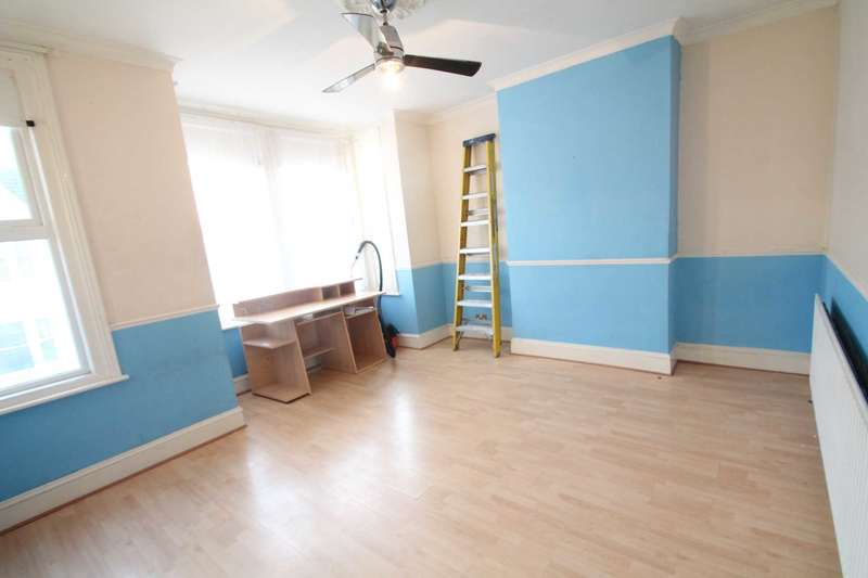 2 Bedrooms Flat for sale in Rayleigh Avenue, Westcliff On Sea