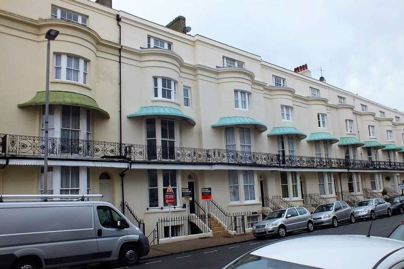 1 Bedroom Flat for sale in Cavendish Place, Eastbourne, BN21 3EJ