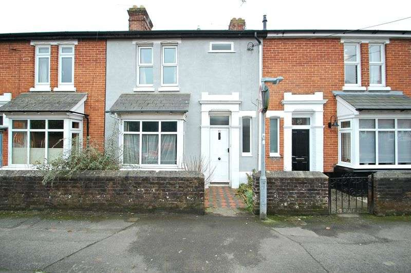 2 Bedrooms Terraced House for sale in Barham Road, PETERSFIELD, Hampshire