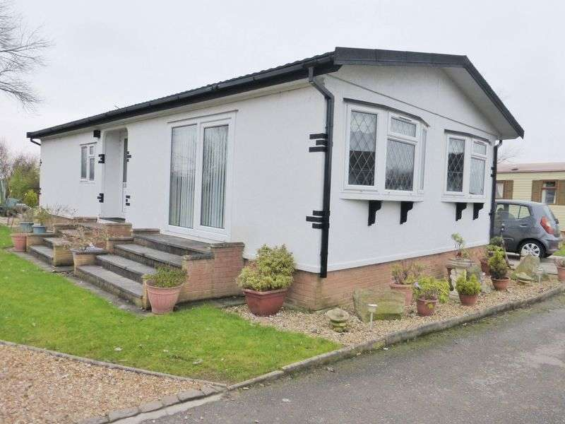 2 Bedrooms Detached Bungalow for sale in Southport New Road, Banks, Southport