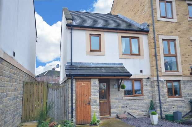3 Bedrooms End Of Terrace House for sale in Greenlea Court, HUDDERSFIELD, West Yorkshire