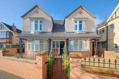 House for sale in Newnham Avenue, Bedford, Bedfordshire