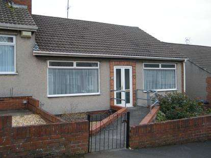 3 Bedrooms Bungalow for sale in Dyrham Road, Kingswood, Bristol