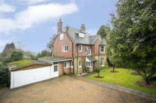 5 Bedrooms Detached House for sale in Queens Road, Crowborough, East Sussex