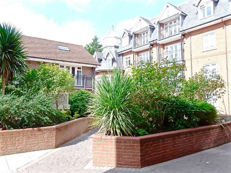 2 Bedrooms Flat for sale in Royal Swan Quarter, Leret Way, Leatherhead, Surrey, KT22 7JL