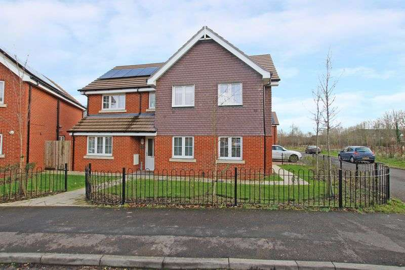 5 Bedrooms Detached House for sale in Totton