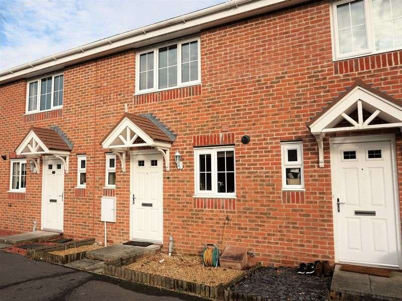 2 Bedrooms Terraced House for sale in Signals Close, Thatcham