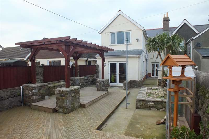 4 Bedrooms Semi Detached House for sale in Pembroke Road, Pembroke Dock, Pembrokeshire