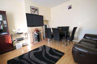 3 Bedrooms Terraced House for sale in Swallands Road, London