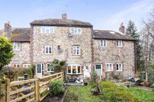 2 Bedrooms Terraced House for sale in Brewers Yard, Storrington, Pulborough, West Sussex