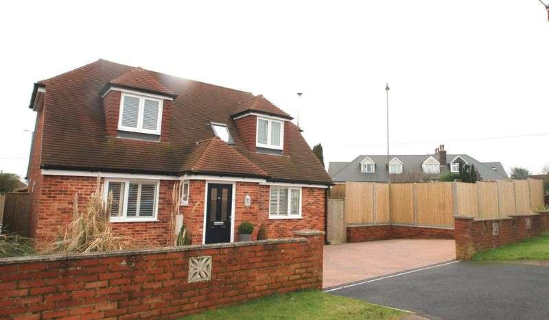 3 Bedrooms Detached House for sale in Capel-le-Ferne, Folkestone