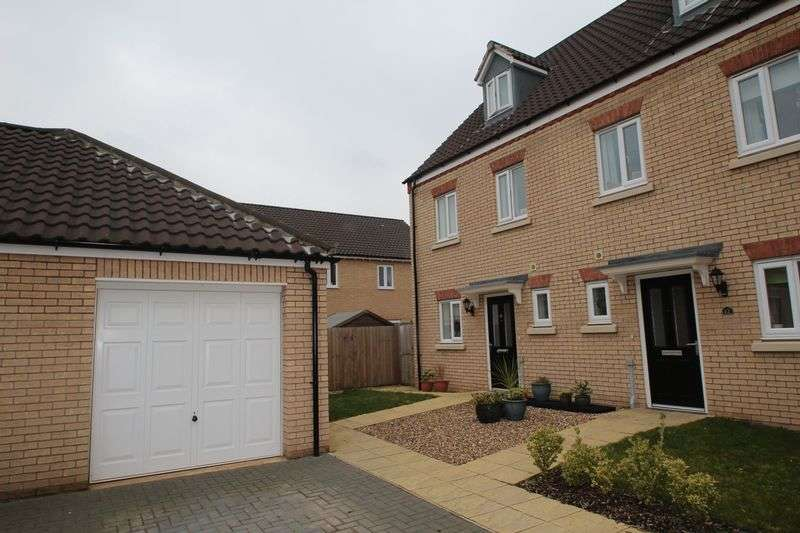 3 Bedrooms Semi Detached House for sale in Chestnut Place, Cringleford, Norwich
