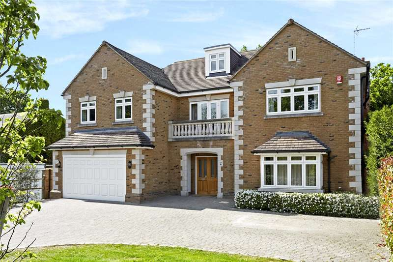 5 Bedrooms Detached House for sale in Burn Close, Oxshott, Leatherhead, Surrey, KT22