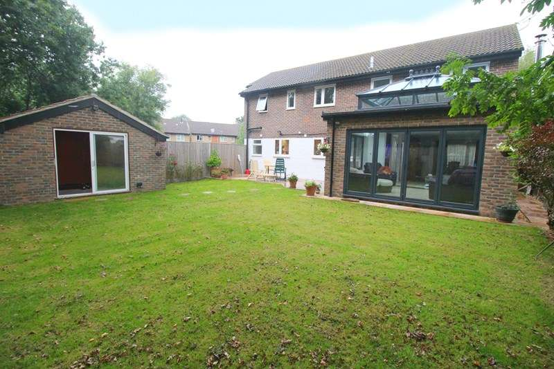 5 Bedrooms Detached House for sale in Aintree Drive, Waterlooville