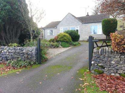 3 Bedrooms Bungalow for sale in Main Road, Taddington, Buxton, Derbyshire