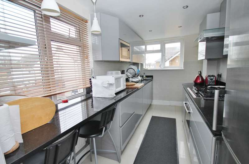 2 Bedrooms Flat for sale in Coombe Road, New Malden