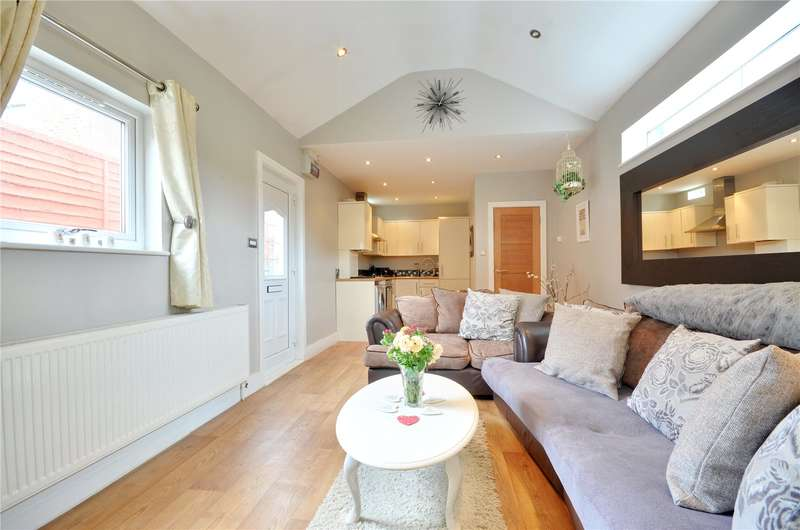 1 Bedroom Apartment Flat for sale in New Windsor Street, Uxbridge, Middlesex, UB8