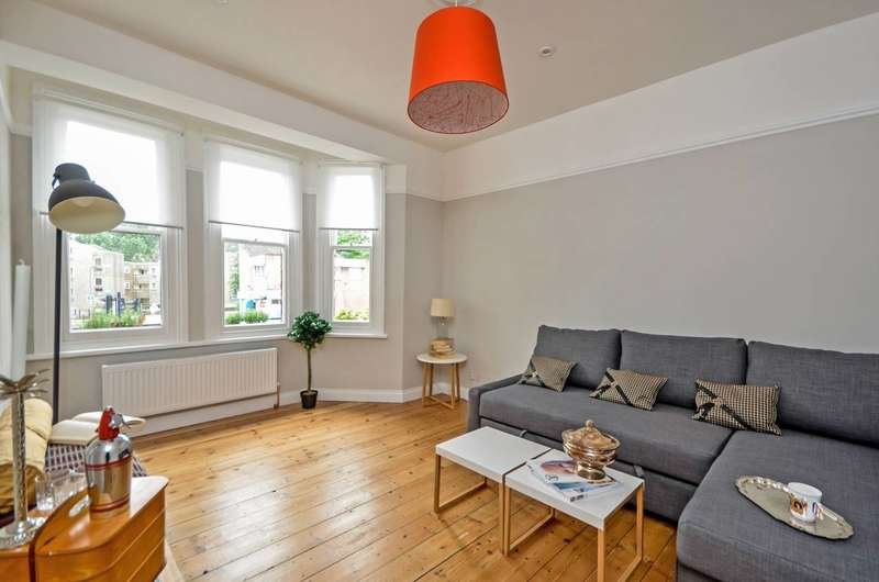 2 Bedrooms Flat for sale in Woolwich Road, Charlton, SE7