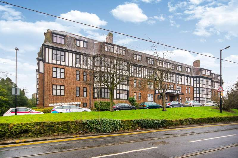 3 Bedrooms Flat for sale in Addiscombe Road, East Croydon, CR0