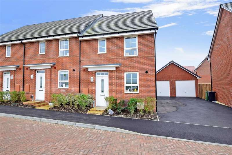 3 Bedrooms Semi Detached House for sale in Foxglove Way, Clanfield, Hampshire