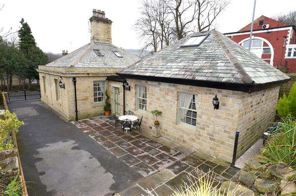 3 Bedrooms Detached House for sale in River Park, Honley, Holmfirth