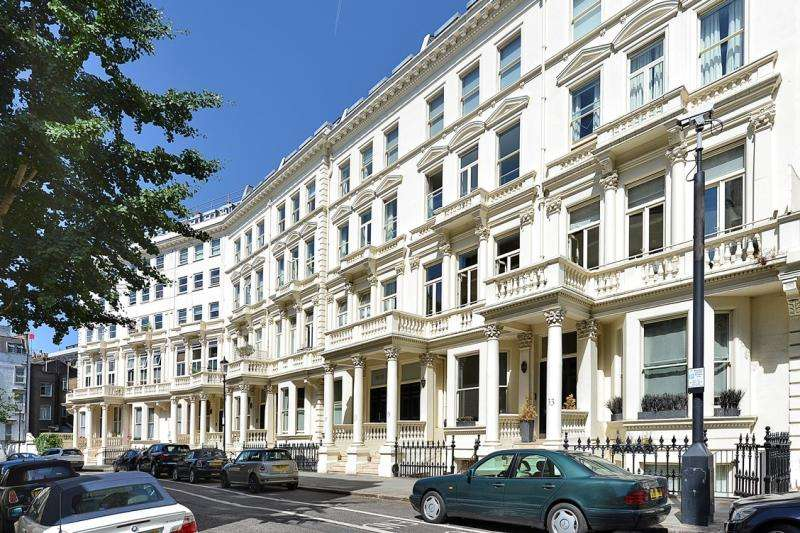 2 Bedrooms Flat for sale in Earls Court Square, Earls Court, London, SW5