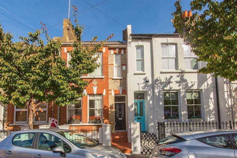1 Bedroom Flat for sale in Brecon Road, Barons Court, Fulham, London, W6