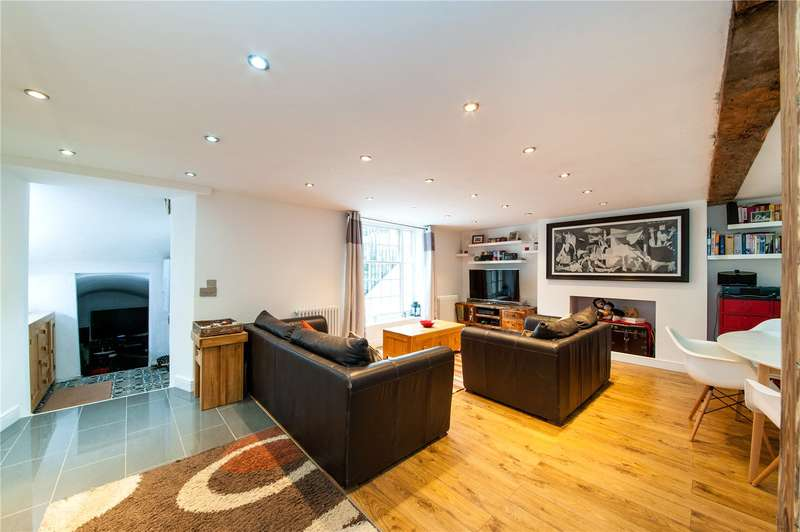 2 Bedrooms Maisonette Flat for sale in Barnsbury Road, London, N1