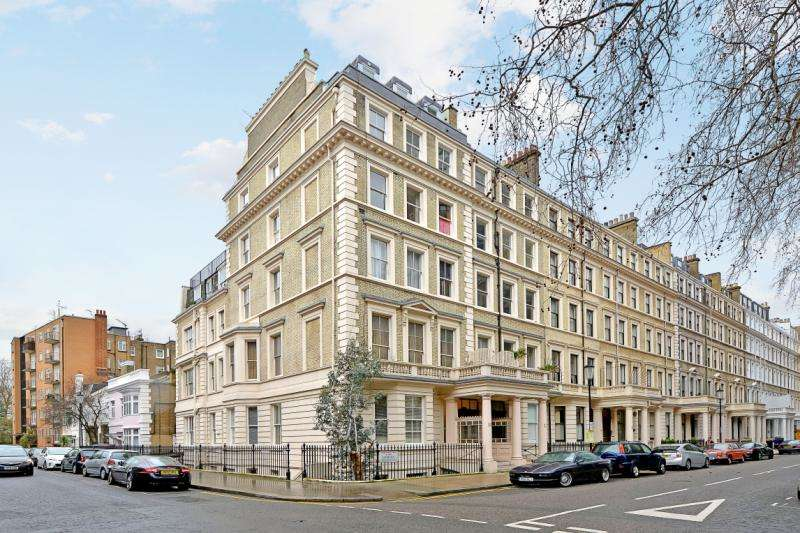 3 Bedrooms Flat for sale in Ashburn Gardens, London, SW7