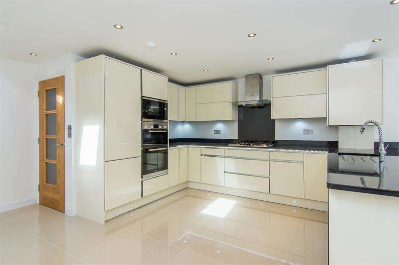 5 Bedrooms House for sale in Bloemfontein Avenue, Shepherds Bush, W12