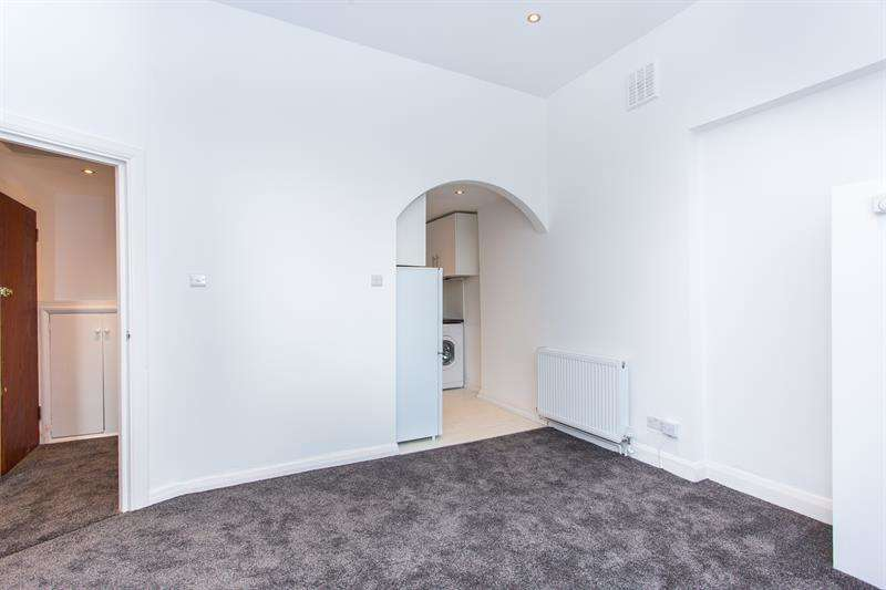 1 Bedroom Flat for sale in Sinclair Gardens, Brook Green, W14