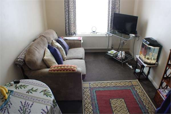 2 Bedrooms Flat for sale in Elmwood Crescent, London