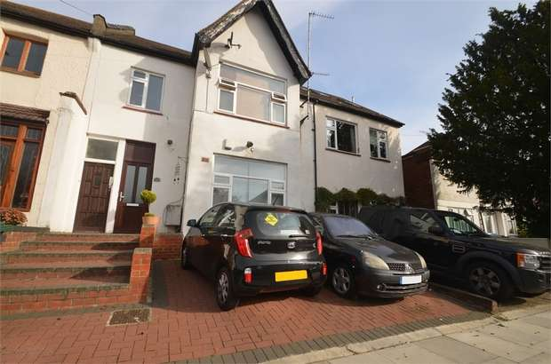 3 Bedrooms Flat for sale in Abercorn Road, Mill Hill, London, Middlesex