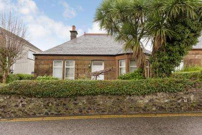2 Bedrooms Bungalow for sale in Waterside Street, Largs